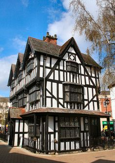 Timber Framed Museum, Black and White House Hereford Unique Buildings, Old Buildings, Beautiful Buildings, Beautiful Places, Medieval Houses, Medieval Town, Tudor House, Casa Estilo Tudor, Museum Logo
