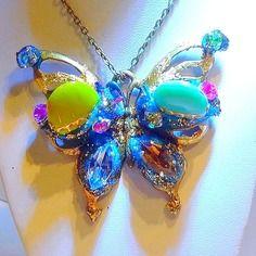 """Reserve - collier pendentif  """"le papillon magique"""""""