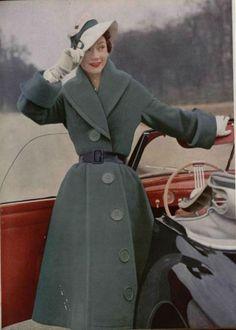Jacques Fath coat, L'Officiel de la Mode, big buttons too Look Vintage, Vintage Mode, Vintage Glamour, Vintage Beauty, Vintage Ladies, Fifties Fashion, Retro Fashion, Vintage Fashion, Club Fashion