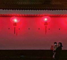 大红灯笼高高挂  the end of new year season  渣图将就下  #phonegraphy #iphonegraphy #onlyphone #phoneonly #thebund #豫园 #上海 #shanghai