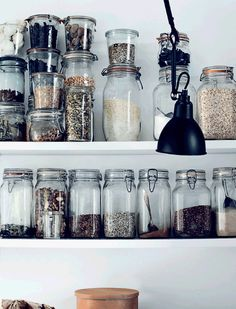 New Kitchen Shelves Open Glass Jars 56 Ideas Decor, Kitchen Inspirations, My Ideal Home, Interior, Glass Jars, Danish Country, Home Kitchens, Kitchen Organization, Kitchen Shelves