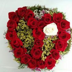 Corazón rosas rojas ..blancas