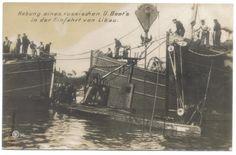Hebung eines russischen U boot`s in der Einfahrt von Libau (Kriegshafen). Postcard.