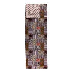 Diese Tagesdecke in ansprechender Patchwork-Optik bringt Gemütlichkeit in dein Schlafzimmer. Die warmen Farben und schönen Muster zaubern leichtes Hippie-Flair.