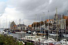 dit is Veere is een stad aan het veersemeer  er staan veel oude gebouwen er zijn mooie boten