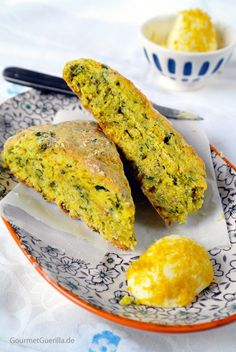 Kräuter-Scones mit Zitronen-Butter   GourmetGuerilla.de