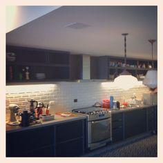 Cozinha com som ambiente