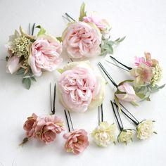 ウェディングヘッドドレスや和装髪飾りに人気のピンク色のバラの髪飾り「フリルローズの髪飾り(ピンク)」です。素敵なお客様フォト、ウェディングや和装に人気の髪飾りTOP10もご紹介!ウェディングヘッドドレス&花髪飾り通販airaka。