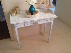 Chabby chic desk Chabby Chic, Shabby Chic Style, Chic Desk, Desk Ideas, Entryway Tables, Furniture, Home Decor, Office Ideas, Interior Design