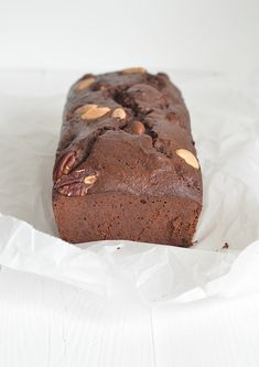 Banana bread with chocolate and healthy too - From Pauline; s kitchen Chocolate Banana Bread, Healthy Chocolate, Homemade Chocolate, I Love Food, Good Food, Yummy Food, Healthy Cake, Healthy Baking, Cupcakes