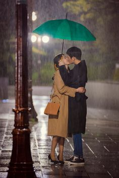Something in the Rain (Pretty Noona Who Buys me Food) teaser photo. We are live recapping this one at Drama Milk ^_^ Rain Drama, Drama Fever, Korean Celebrities, Korean Actors, Rain Wallpapers, Netflix Dramas, W Two Worlds, Korean Drama Movies, Korean Couple