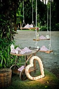 Carrinho e balanços de brownies - Casamento vintage - Foto Marina Fava