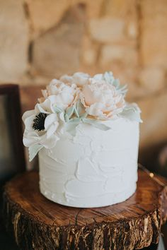 one tiered wedding cakes   Single Tier Wedding Cakes to ADORE via     Rustic Floral Wedding Inspiration with Copper Highlights