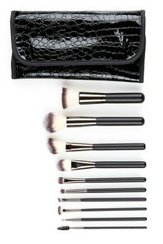 $39 Crown Brush is 50-75% off on Hautelook!! Full Sets!! SALE!! www.hautelook.com/short/3BwjC