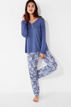 Prendas de dormir y homewear: Pijamas, camisones, batas... | Women'secret Sleeping Gown, Pajama Set, Pajama Pants, Gigi Hadid Outfits, Womens Pyjama Sets, Pajamas Women, Pyjamas, Modest Fashion, Nightwear