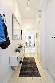 12 id es d co pour styliser un couloir long troit ou - Deco couloir long et sombre ...