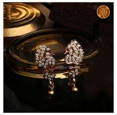 Diamond Earrings Indian, Diamond Jhumkas, Gold Jhumka Earrings, Jewelry Design Earrings, Gold Earrings Designs, Antique Earrings, Diamond Jewellery, Real Gold Jewelry, Gold Jewelry Simple
