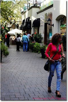 Simply Yorkville by Mannie Panaguiton, via Flickr