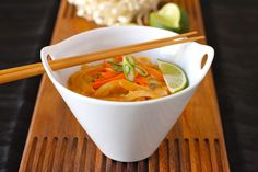 Red Curry, Coconut milk and Rice Noodle Thai Soup Recipe (sub out noodles for miracle noodles) Coconut Milk Rice, Coconut Curry Soup, Curry Noodles, Rice Noodles, Curry Ramen, Gourmet Burger, Thai Noodle Soups, Mushroom Recipes, Vegan