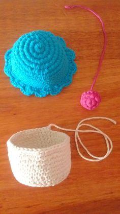 Cupcake Amigurumi El primer tejido que hice con la técnica amigurumi fue un Cupcake, asi que volviendo desde dond... Crochet Cupcake, Crochet Food, Crochet Art, Cute Crochet, Crochet Crafts, Crochet Dolls, Octopus Crochet Pattern, Crochet Baby Blanket Free Pattern, Crochet Patterns
