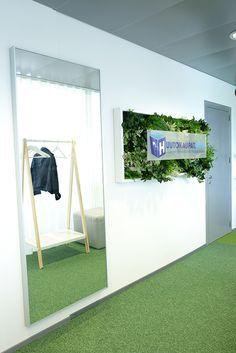 detaljee+6+sisustussuunnittelu+sisustussuunnittelija+interiordesigner+interior+helsinki+pääkaupunkiseutu+toimistosuunnittelu+huutokaupat+viherkasviseinä+Viherviisikko+peili+Ikea+naulakko+Normann Copenhagen+Tipico