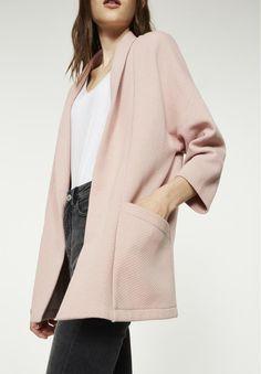 Cardigan made of a ribbed fleece fabric.      •••          3884Shimena_vest___blush