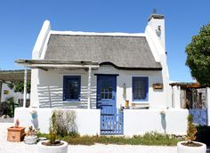 Paternoster cottage Little Cottages, Beach Cottages, Beach Houses, Style At Home, West Coast Fishing, Pioneer House, Fishermans Cottage, African House, Barn Pictures