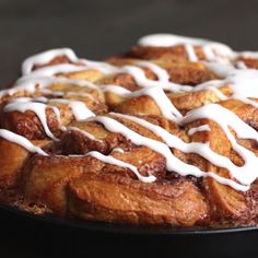 Tear and share cinnamon rolls cooking gifs, cooking videos tasty, baking videos, easy Yummy Treats, Delicious Desserts, Yummy Food, Think Food, Love Food, Baking Recipes, Dessert Recipes, Cookie Recipes, Snacks