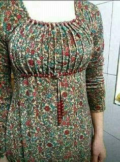 Sometin for mee African Print Fashion, African Fashion Dresses, Fashion Outfits, Neck Designs For Suits, Dress Neck Designs, Kurta Designs, Saree Blouse Designs, African Attire, African Dress