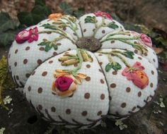 I ❤ pincushions . . . and I like them even more when I know who made them! Anyone know? Google doesn't!