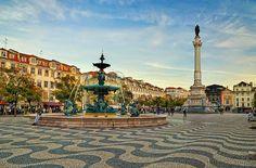 """Oggi ho voglia di """"bello"""" e di """"arte"""", oggi voglio camminare con il naso all'ingiù ed ammirare i magnifici lavori decorativi che adornano #Lisbona. Oggi vi parlo della Calçada! http://lillyslifestyle.com/2015/11/10/a-lisbona-in-giro-con-il-naso-allingiu/ #alisbonaconlilly #lillyslifestyle"""