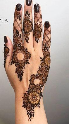 Pretty Henna Designs, Modern Henna Designs, Indian Henna Designs, Floral Henna Designs, Latest Henna Designs, Henna Tattoo Designs Simple, Finger Henna Designs, Simple Arabic Mehndi Designs, Mehndi Designs Book