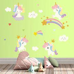 Divertido kit de vinilos con la temática de unicornios.  Este pack incluye nubes y arcoiris que serán la fantasía de los peques de la casa,