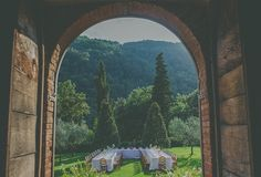 Tuscan Destination Wedding with Moumou Photography | Fly Away Bride
