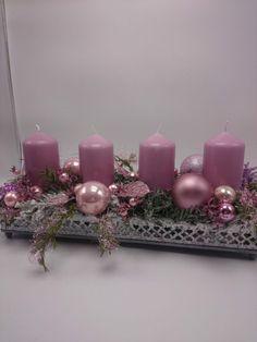 Adventsgesteck, Weihnachtsgesteck, Tischschmuck, Kugeln Blätter, rosa, grün