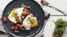 Een broodje ei hoort er in de ochtend zeker bij. Andy laat je in deze video zien hoe je er een Italiaanse touch aan kan geven met kappertjes en olijven. Wedden dat dit smakelijke broodje vaker op jouw ontbijtmenu komt te staan?