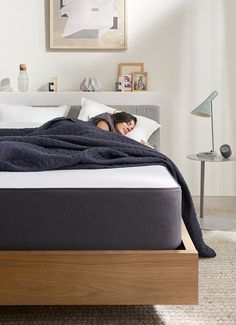 Sleep better in Casper's luxurious Wave mattress. Five layers of premium foam & targeted ergonomic support - a mattress designed for you. Available in all-foam or hybrid in 6 sizes. Casper Bed, Casper Mattress, Best Mattress, Foam Mattress, Adjustable Bed Frame, Upholstered Bed Frame, Comfort Design, Weighted Blanket, Cool Beds