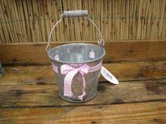 Zinken emmer met licht roze lint Countryfield