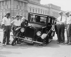 Auto wreck, USA, A Chevrolet 490 is shown with wheel spokes broken on the visible wheels; a group of men and youths are standing around the auto. Camper Diy, Automobile Magazine, Vintage Cars, Antique Cars, Vintage Black, Funny Vintage, Citroën C4, Peugeot 208, Assurance Auto