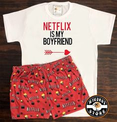 "Mykonos Store on Instagram: ""Pijama de Netflix 🍿🔥 Remera + short $700 en nuestra tienda online. Storemykonos.com.ar #pijamas #netflix #boyfriend #storemykonos"" Girls Fashion Clothes, Teen Fashion Outfits, Retro Outfits, Outfits For Teens, Cute Pajama Sets, Cute Pjs, Cute Pajamas, Cute Lazy Outfits, Cute Swag Outfits"