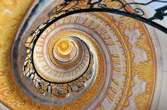 Perfekte Wendeltreppe im Stift Melk Spiral, Stairs, 3d, Pictures, Spiral Stair, Stairways, Homes, Stairway, Staircases