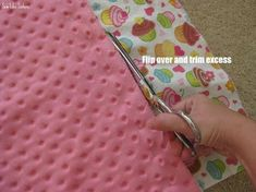 Minky Blanket Tutorial  Very easy, detailed tutorial.  Finished size 30x36. rb