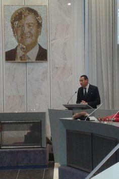 Woensdag 25 november 2015, Almere, Raadzaal in het Stadhuis. Burgemeester Franc Weerwind speecht, WA en zaal luistert.