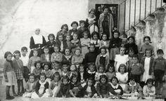 Portuko ikastetxeko ikasle taldea / Grupo de alumnas del Colegio del Puerto, hacia 1941 (Cedida por Ignacio Gómez) (ref. 03141)