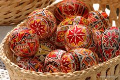 Romanian Easter Traditions - Painted Eggs Easter is of the most important festive holiday in Romania which brings many gifts including the richly decorated, traditional, painted eggs. Ukrainian Easter Eggs, Ukrainian Art, Tapestry Of Grace, Romanian Food, Romanian People, Romanian Recipes, Egg And I, Easter Traditions, Folklore