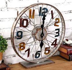 Découvrez comment recycler des roues de vélo. Quelques bonnes idées pour détourner cet objet qui de prime abord n'inspire pas vraiment, et pourtant voyez plutôt ce qu'on peut faire avec pour décorer ou bidouiller des installations maison.. Pour une déco originale avec le cadre d'une roue de vélo,...