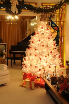 Christmas tree in the Living Room at Graceland (in photo of Elvis and Lisa)