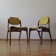 Van Beuren dining chair, varnished in natural mahogany wood.