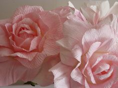giant paper flowers Paper Flower Art, How To Make Paper Flowers, Crepe Paper Flowers, Paper Roses, Flower Crafts, Giant Paper Flowers, Faux Flowers, Diy Flowers, Tissue Paper Ball