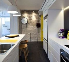Love this kitchen with a hint of yellow